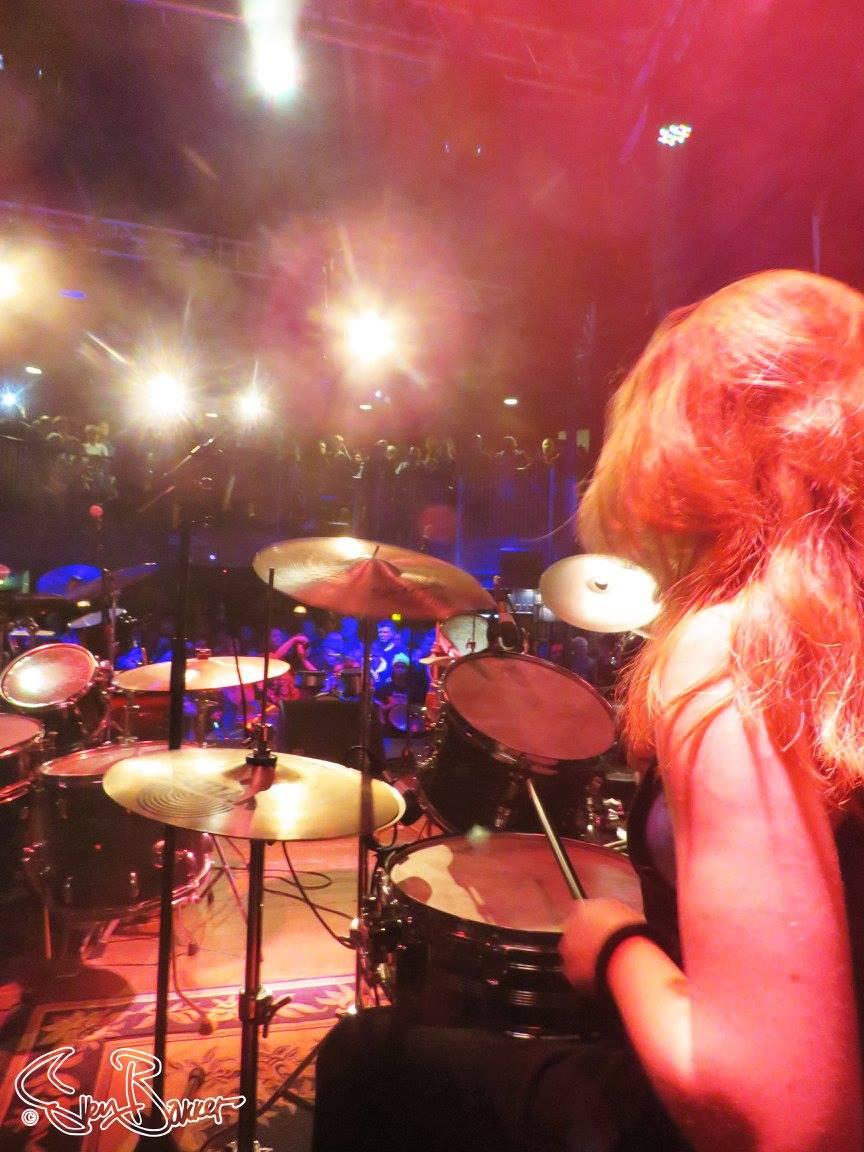 Optreden tijdens het '10 jaar Drumschool Sven Bakker'-feest in Manifesto