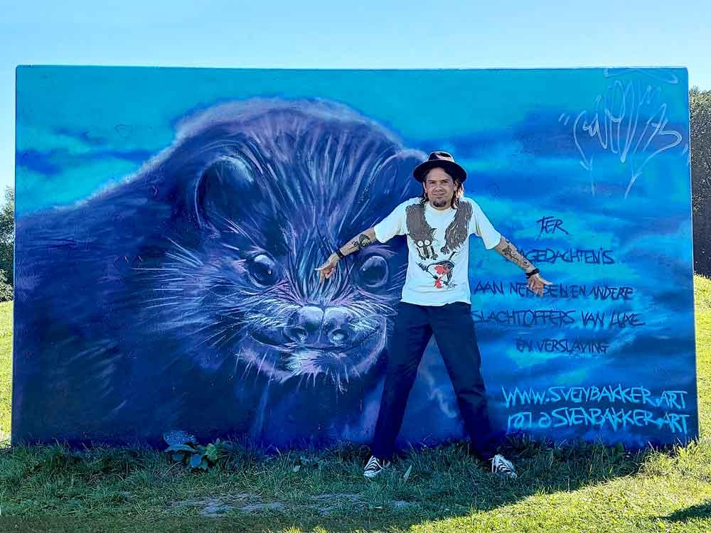"""Sven """"Svenimal"""" Bakker graffiti met passend shirt @ Purmerend Leeghwaterpark"""