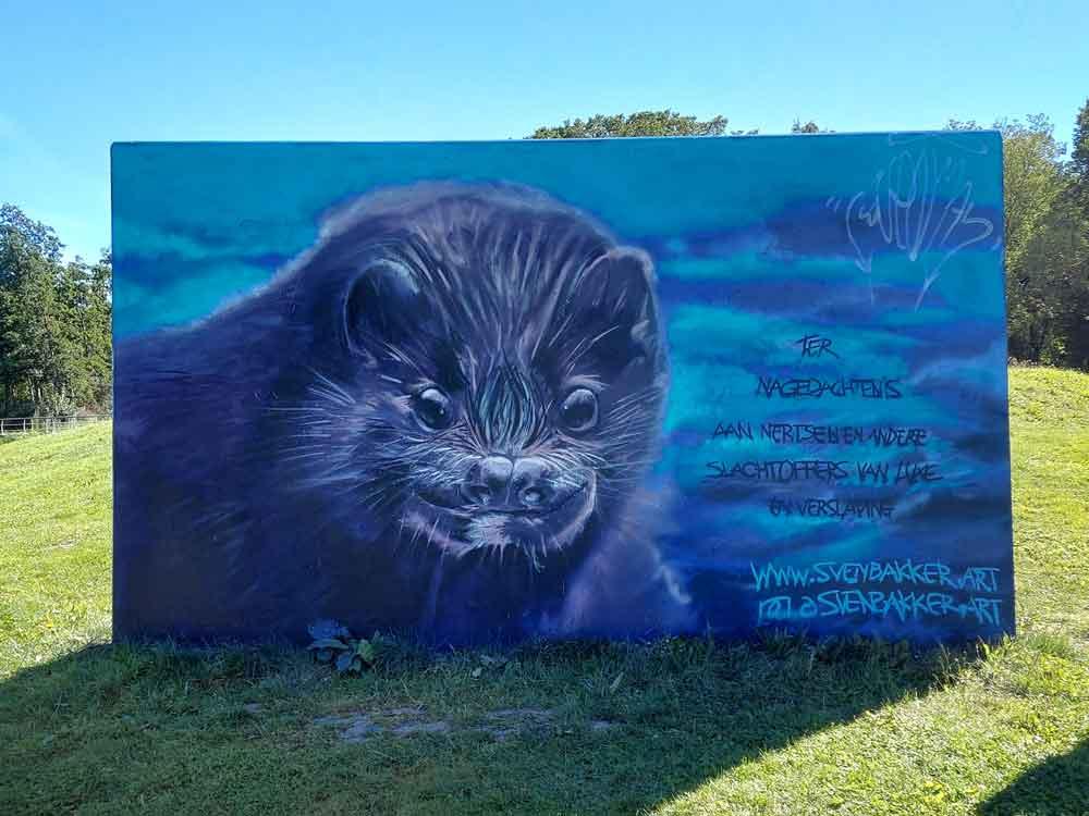 """""""Ter nagedachtenis aan nertsen en andere slachtoffers van luxe en verslaving"""" @ graffiti dier  Leeghwaterpark, Purmerend  (Sven Svenimal Bakker"""